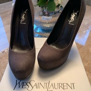 YSL Tribute 105 Pump in Brown print 39